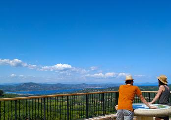 Gassin, la plus belle vue du Golfe - Https://gassin.eu