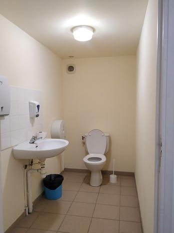 Toilettes publiques de la rue des Écoles -de Gassin - https://gassin.eu