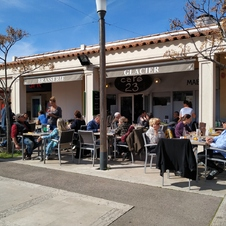 Salade de chèvre chaud - Le Café 23 à Gassin - https://gassin.eu